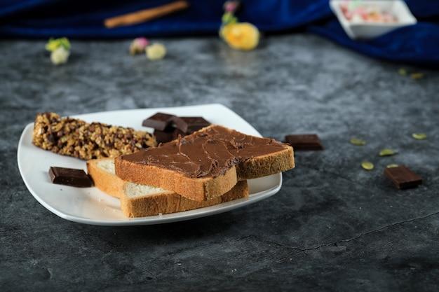 Fette di pane con crema al cioccolato Foto Gratuite
