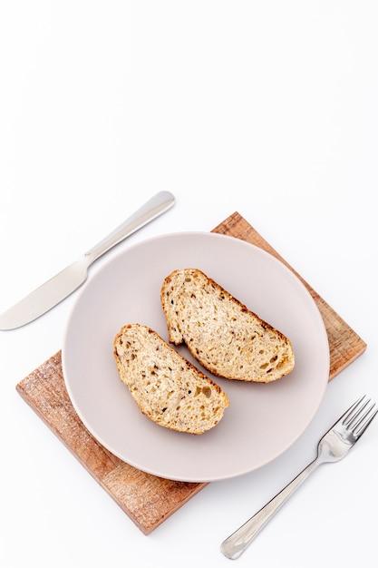 Fette di pane sullo spazio della copia della coltelleria e del piatto Foto Gratuite