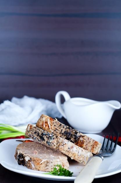 Fette di pesce ripieno Foto Premium