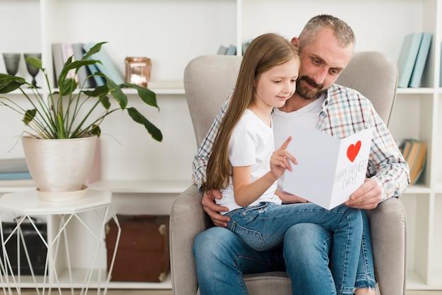 Figlia e papà il giorno del padre Foto Gratuite