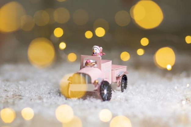 Figurine decorative di un tema natalizio. Foto Premium