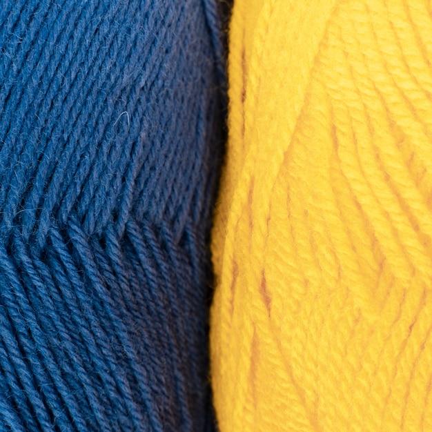Filato di lana blu e giallo Foto Gratuite