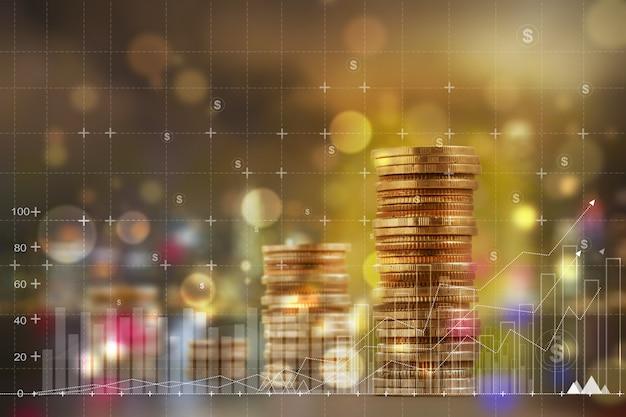 Finanza e concetto di business: doppia esposizione con grafici aziendali di grafico e organizzare file di monete in aumento. descrive un aumento della crescita del business finanziario o un aumento delle prestazioni delle vendite Foto Premium