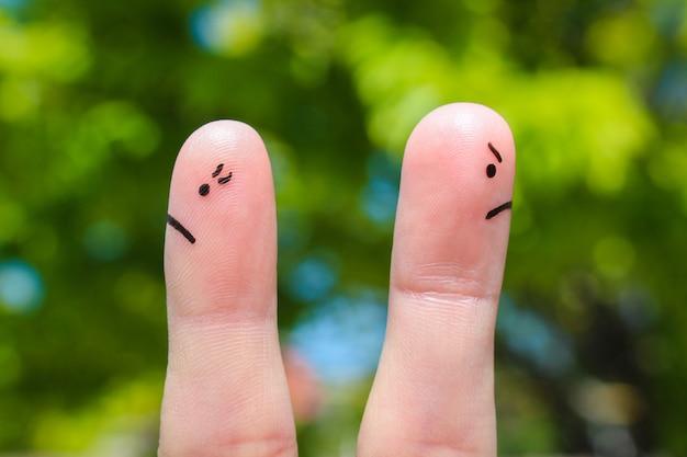 Finger art di coppia. coppia dopo una discussione guardando in direzioni diverse. Foto Premium