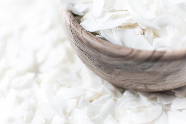 Fiocchi di cocco in una ciotola Foto Gratuite