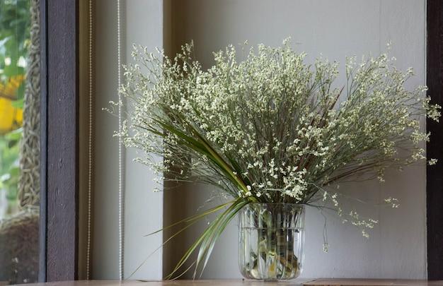 Fiori secchi in vaso. Foto Premium