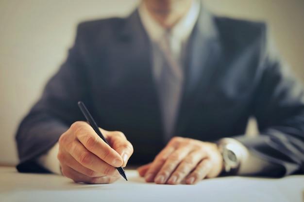 Firma di un contratto Foto Premium