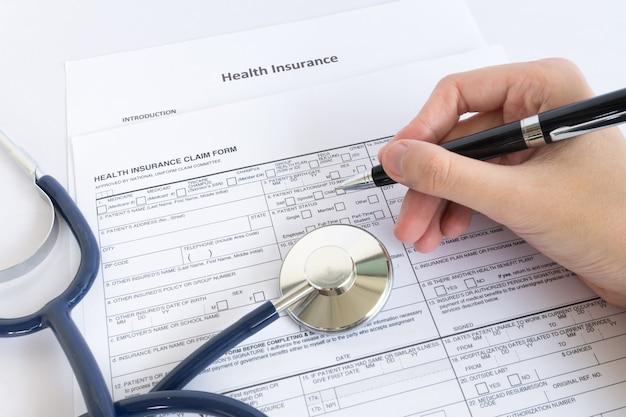 Firma il modulo di assicurazione del documento Foto Premium