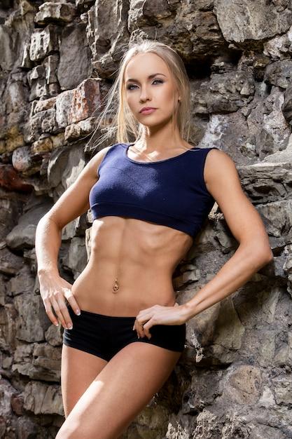 Fitness. bella donna con un corpo sexy Foto Gratuite