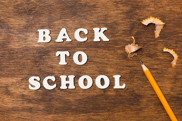 Flat torna a scuola con la matita Foto Gratuite