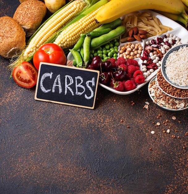 Fonti di prodotti sani di carboidrati. Foto Premium