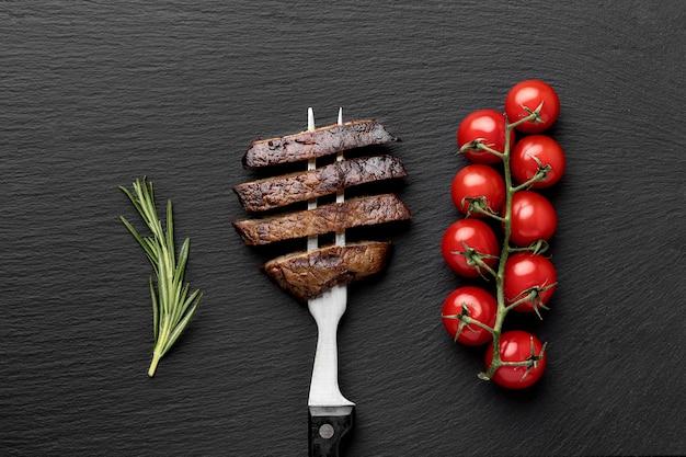Forchetta con carne cotta Foto Gratuite