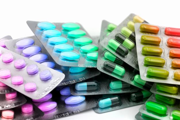 Forma di dosaggio orale. capsula, compressa, capsula in striscia per l'erogazione della dose unitaria. Foto Premium