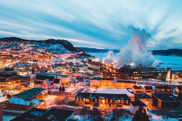 Fotografia aerea dell'orizzonte della città durante il giorno Foto Gratuite