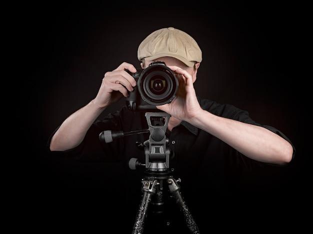 Fotografo con una bella macchina fotografica Foto Premium
