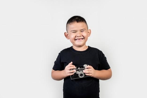 Fotografo kid scatta una foto Foto Gratuite