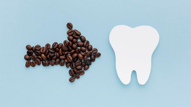 Freccia di caffè a forma di dente Foto Gratuite
