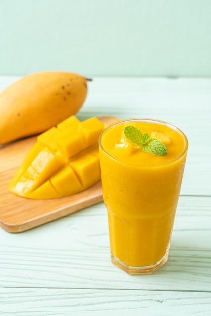 Frullati di mango freschi Foto Premium