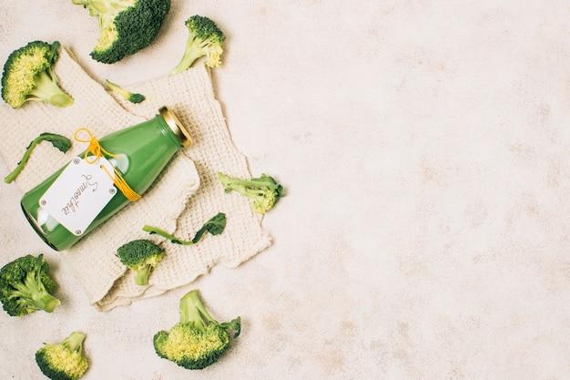 Frullato di broccoli piatto laici con spazio di copia Foto Gratuite