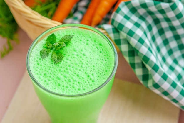 Frullato verde in vetro Foto Premium