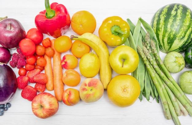 Frutta e verdura arcobaleno Foto Premium