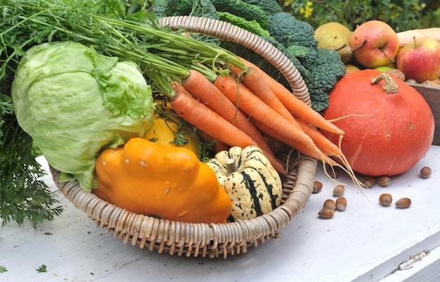 Frutta e verdura di stagione Foto Premium