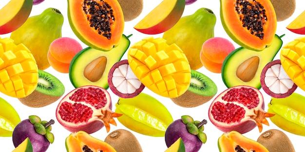 Frutta esotica che cade isolato su bianco Foto Premium
