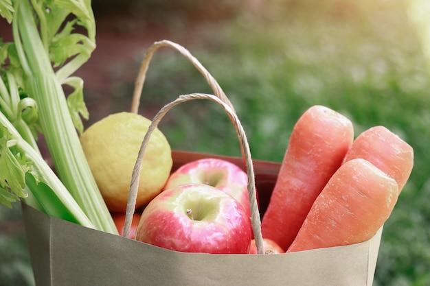 Frutta fresca per una sana alimentazione nella vita quotidiana Foto Premium