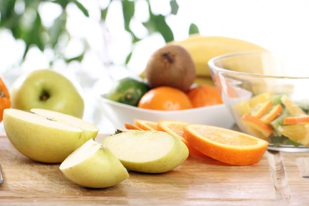 Frutta fresca sul tavolo della cucina Foto Gratuite