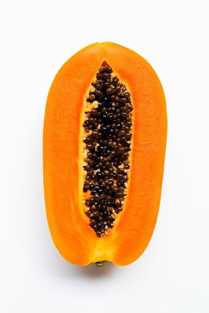 Frutta matura della papaia su bianco. Foto Premium