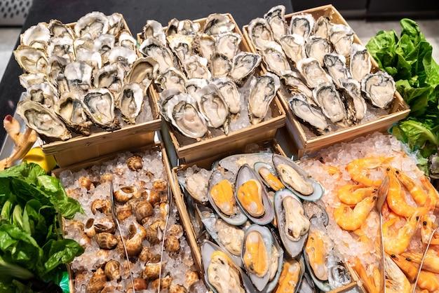 Frutti di mare sul ghiaccio Foto Premium