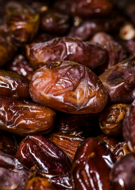 Frutti secchi organici del cinorrodonte da vendere sul mercato Foto Gratuite