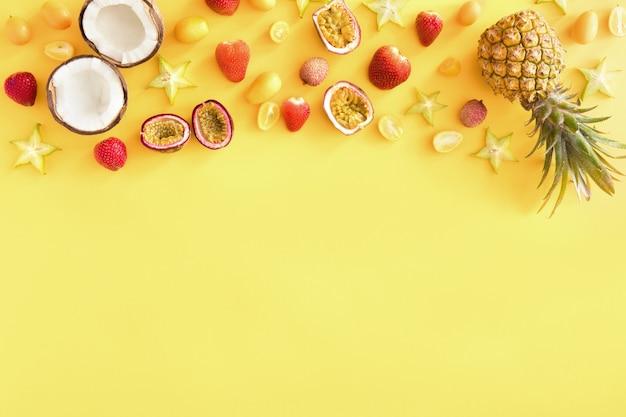 Frutti tropicali esotici gialli, banner o modello, Foto Premium