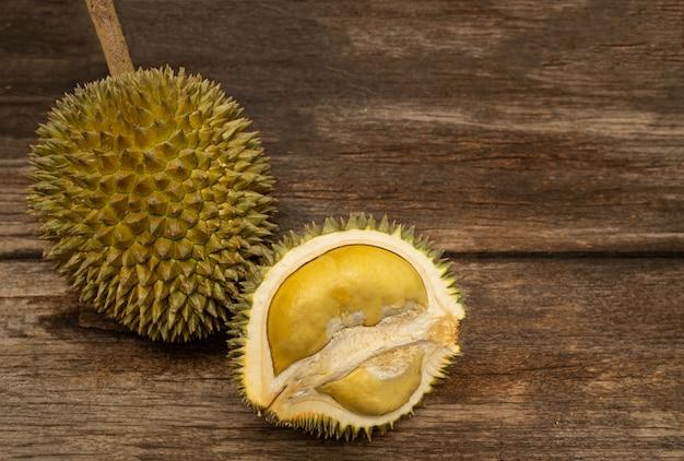 Frutto tropicale del durian del sud-est asiatico molto popolare in thailandia. Foto Premium