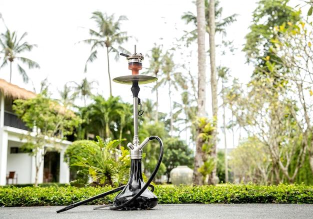 Fumare narghilè in vacanza Foto Premium
