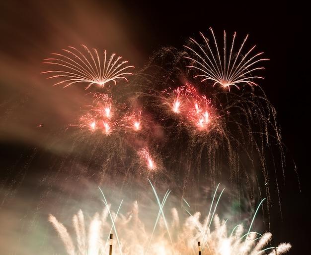 Fuochi d'artificio rossi Foto Gratuite