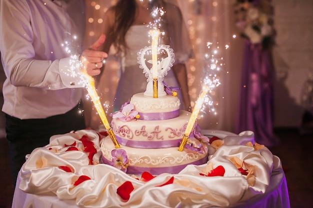 Fuochi d'artificio torta impegno Foto Gratuite
