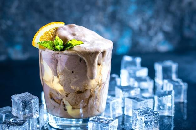 Galleggiante per gelato alla crema all'arancia Foto Premium