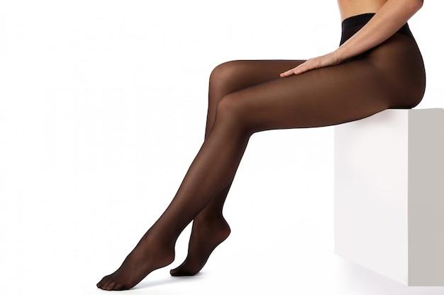 Gambe femminili in collant nero Foto Premium