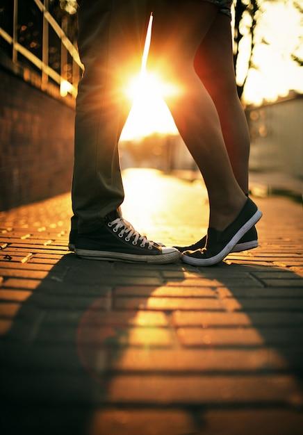 Preferenza Gambe primo piano di coppie amorose al tramonto   Scaricare foto  GJ88