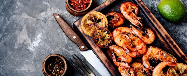 Gamberetti o gamberi barbecue Foto Premium