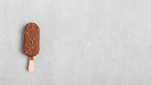 Gelato al cioccolato vista dall'alto con spazio di copia Foto Gratuite