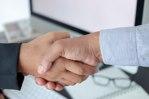 Gente di affari della stretta di mano di concetto di affare di saluto Foto Premium