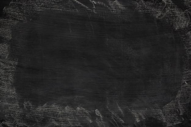 Gesso sporco dell'estratto di struttura di lerciume nero sfregato fuori sul fondo della lavagna o della lavagna. Foto Premium