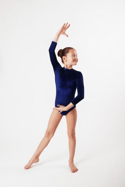Ginnastica per bambini. il concetto di sport ed educazione Foto Premium