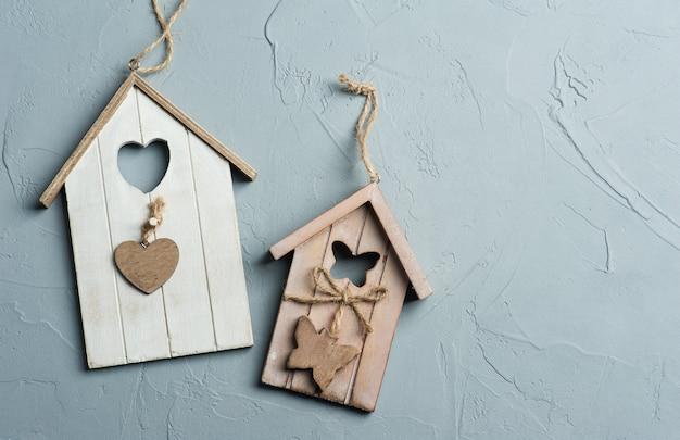 Giocattoli fatti a mano di case di uccelli in legno Foto Premium