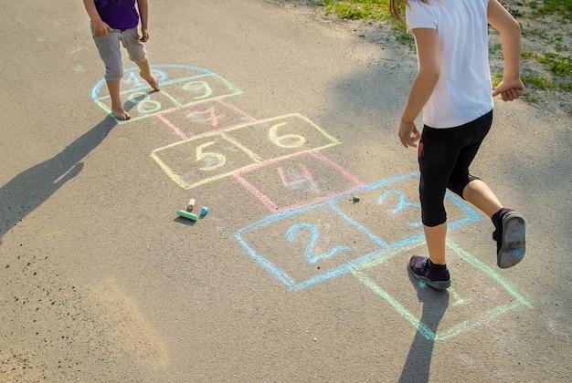 Giochi per bambini di strada in classici Foto Premium