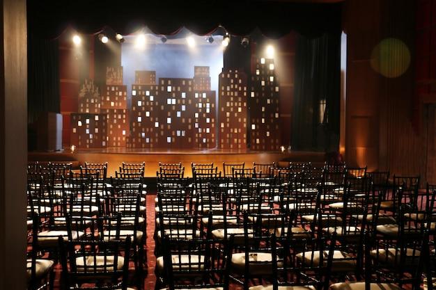 Gioco di scuola di palcoscenico vuoto Foto Premium