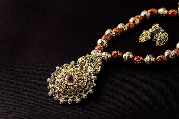 Gioielli tradizionali indiani Foto Premium