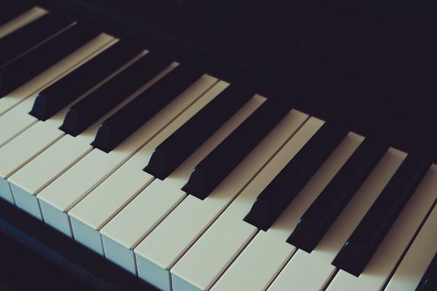 Giornata internazionale del jazz. tastiera del pianoforte Foto Premium